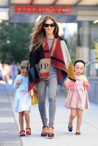 SJP with her twin daughters wearing Burberry.