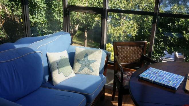 This is a little sitting nook to have coffee, afternoon tea or just relax or read a book.