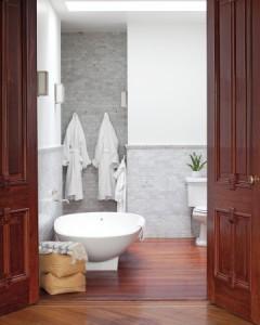 Photo: Matthew Hranek Modern Bathroom