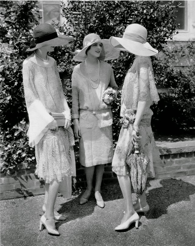 Three Model 1926. Photograph by Edward Steichen for Vogue. From left to right: Alden Gay wearing a black and white chiffon dress by Madame Frances and a wide-brimmed hat; Marion Morehouse, wearing a light-colored chiffon dress by Jay-Thorpe, with a wide-brimmed hat; Miss Collier, holding a parasol, and wearing a printed chiffon and lace dress with a Tuscan straw hat.