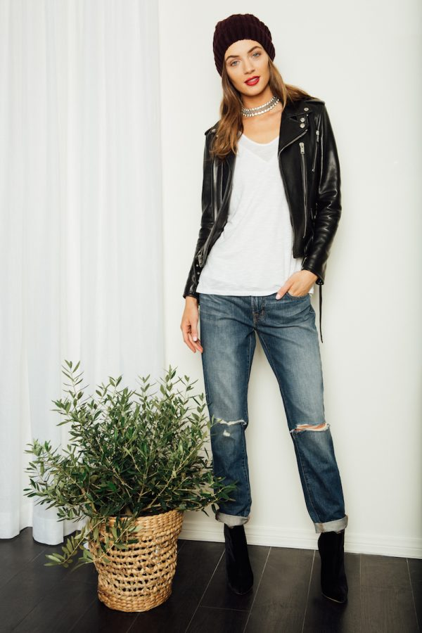 Off-Duty Cool Master weekendchicwith a leather jacket, a softwhite tee, boyfriend jeans and all the right accessories.